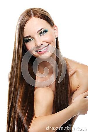 Glückliches lachendes Mädchen mit dem schönen geraden Haar