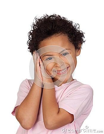 Glückliches lateinisches Kind, welches die Geste vom Schlaf macht