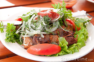Glilled meat with tomatoes and  lettuce