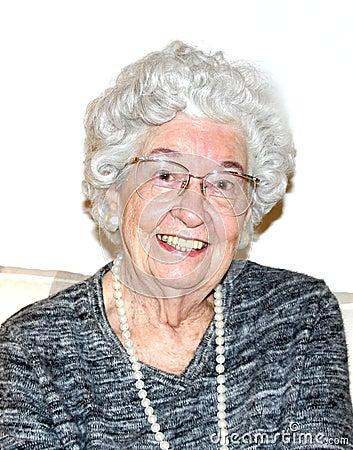 Glimlachende grootmoeder