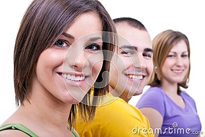 Glimlachende jonge mensen