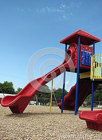 Glissière de la cour de jeu des enfants