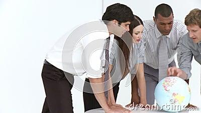 Globaal verkoopteam in een vergadering stock footage