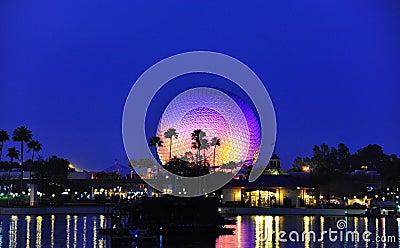 Globe d Epcot à la nuit Image éditorial