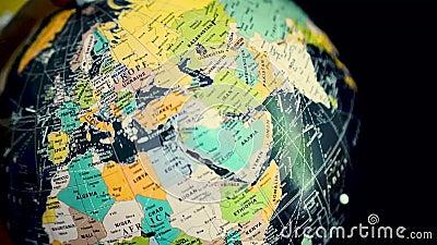 Globo de giro con el mapa del mundo antiguo Detención en Europa Correspondencia del mundo antiguo metrajes