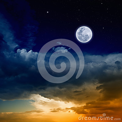 Free Glowing Sunset And Full Moon Stock Photo - 53760150