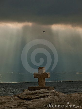 Free God Rays And Christian Cross Royalty Free Stock Image - 23895196