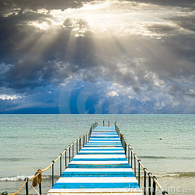 Free God S Light Is Over A Pier Royalty Free Stock Photo - 7534815