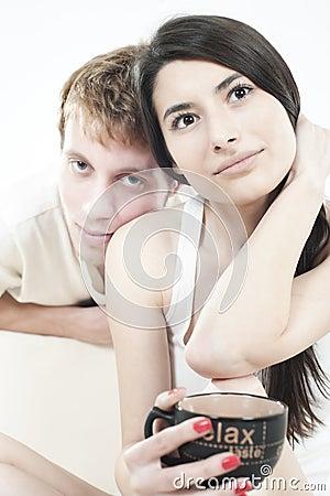 Goda lyckliga ögonblick för par som delar tonår