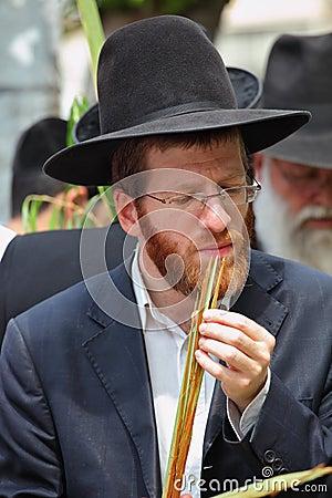 Godsdienstige jonge rood-gebaarde Jood Redactionele Stock Afbeelding