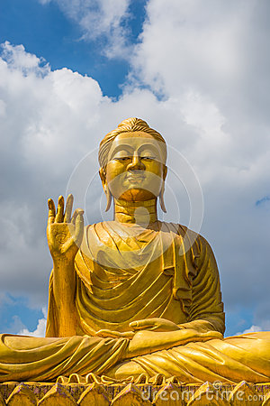 Free Gold Buddha Statue On Blue Sky Background Stock Images - 65798074