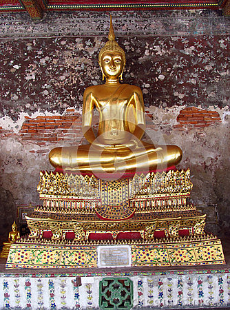 Free Gold Color Buddha Statue In Buddhist Temple Royalty Free Stock Photo - 48222235