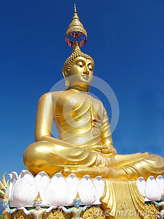 Free Gold Colour Buddha Statue In Buddhist Temple Stock Images - 48222244