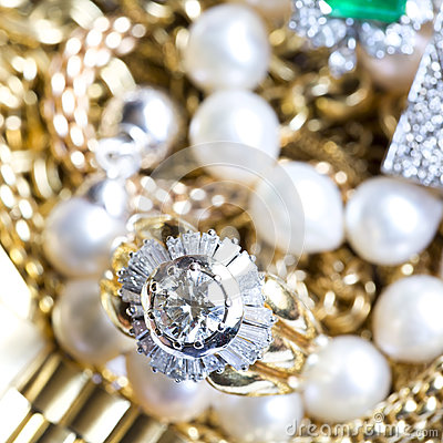 Free Gold Jewelry Royalty Free Stock Photos - 40521048