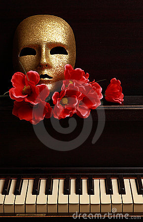 Free Gold Mask On Piano Stock Image - 6909881