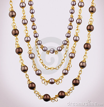 Free Gold Necklace Royalty Free Stock Images - 20972039