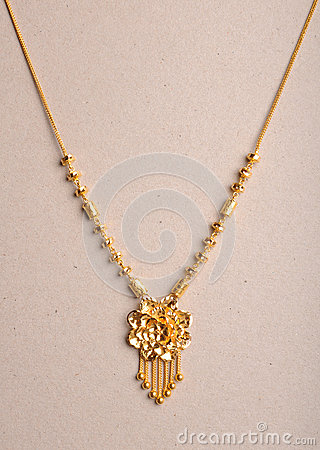 Free Gold Necklace Stock Photo - 32672760