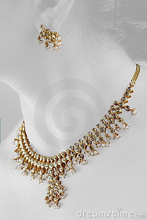 Free Gold Necklese Royalty Free Stock Images - 1971149