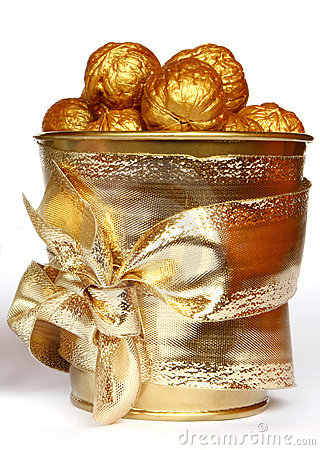 Free Gold Nuts Stock Photography - 385972