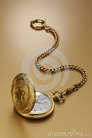 Free Gold Pocket Watch Royalty Free Stock Photography - 28673457
