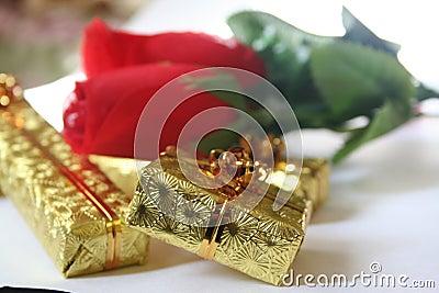 Gold presents 3