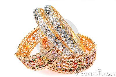 اساور  من  الذهب  و  الماس  لاحلى  عروس  -  اساور  ذهبية  تخبل  للعرايس golden-bracelets-and
