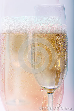 Free Golden Champagne Fizz Up Stock Photos - 95433433