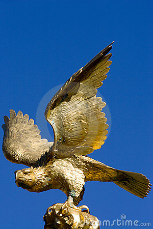 Free Golden Eagle Statue Stock Image - 626881