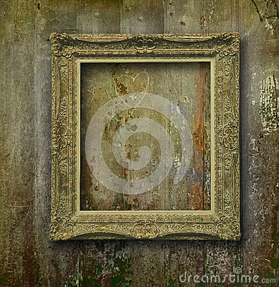 Free Golden Frame On Grunge Wood Wall Stock Photography - 27441002