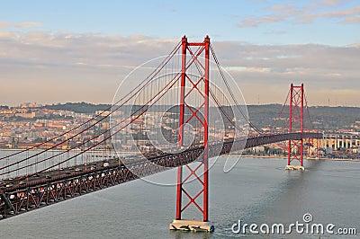 Golden gate bridge a Lisbona