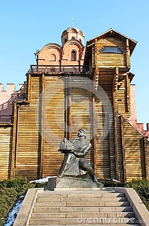 Golden Gate and statue of Yaroslav The Wise