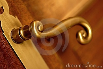 golden handle and door