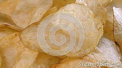 Golden Potatis chips nära stock video