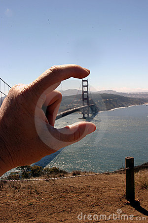 Free Goldeng Gate Bridge Between My Fingers Royalty Free Stock Photo - 521655