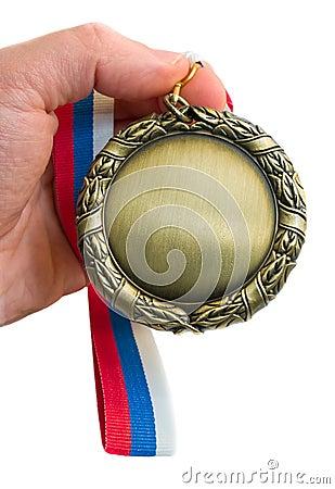Goldmedaille in der Hand