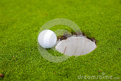 Golf ball go to the hole