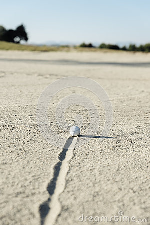 Free Golf Ball In Sand Bunker Stock Photo - 90090830