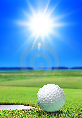 Free Golf Ball On Green Course Royalty Free Stock Image - 17323276