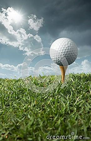 Free Golf Ball On Tee Stock Image - 8471891