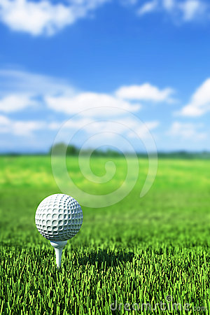 Free Golf Ball On Tee On The Green Grass Royalty Free Stock Photography - 24618497