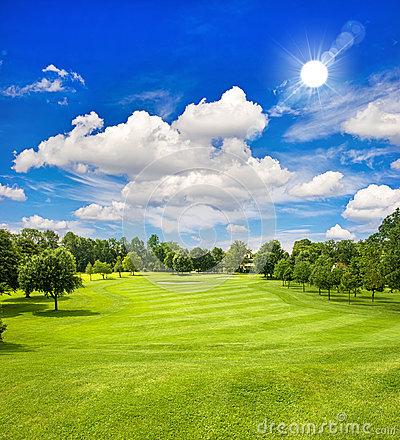 Free Golf Course And Blue Sunny Sky. Green Field Landscape Royalty Free Stock Photo - 39675235