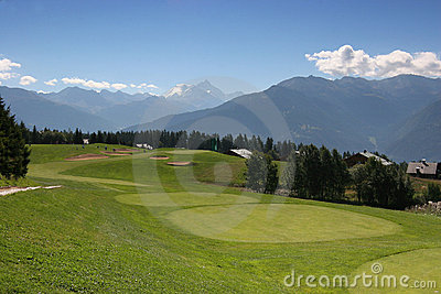 Golf hole 8 in Crans Montana