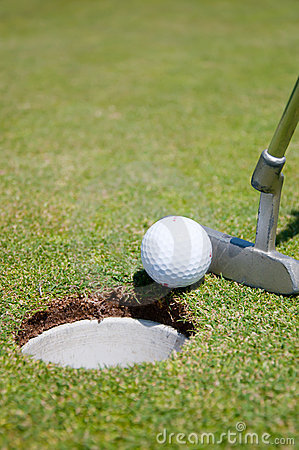 Free Golf Hole With Ball And Putt Royalty Free Stock Photo - 15161865