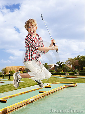 golf plaing d 39 enfant golfeur d 39 enfant photographie stock. Black Bedroom Furniture Sets. Home Design Ideas