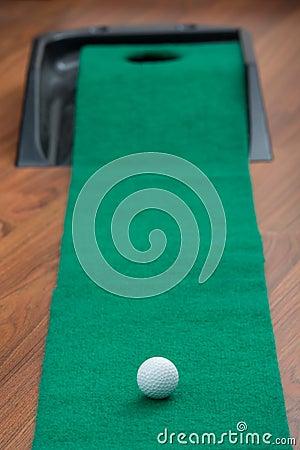 Golf putting mate