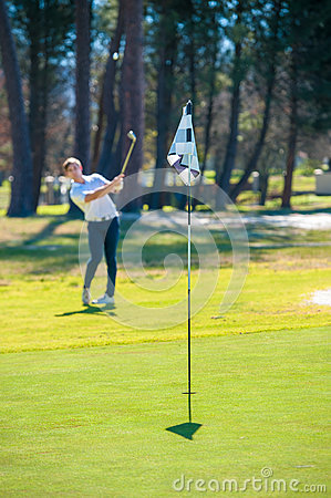 Free Golfer Playing A Chip Shot Onto The Green Stock Photo - 77053820