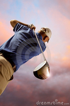 Free Golfer Shooting A Golf Ball Royalty Free Stock Photography - 19994227