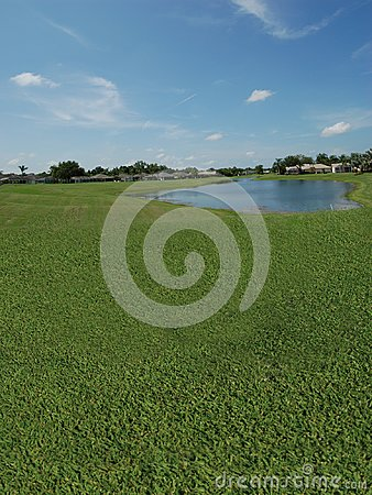 Golfplatz mit Seeblicken