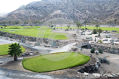 Golfplatzfahrrinne an der tropischen Rücksortierung