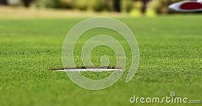 Golfspieler, der Golf spielt stock video footage